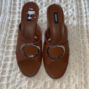 DKNY Cavi  Brown leather  Mule block heel sandal